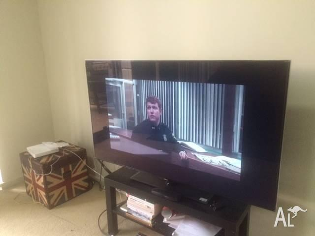 Teac 48 INCH TV only 6month old.