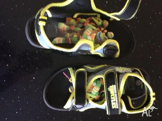 Teenage Mutant Ninja Turtle boys sandals near new