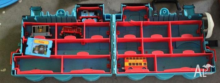 Thomas tank Engine Carrier + 3 Engines and bus