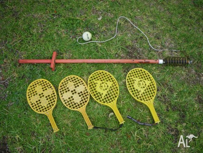 TOTEM TENNIS POLE TENNIS WITH 4 BAT TENNIS RACKETS &