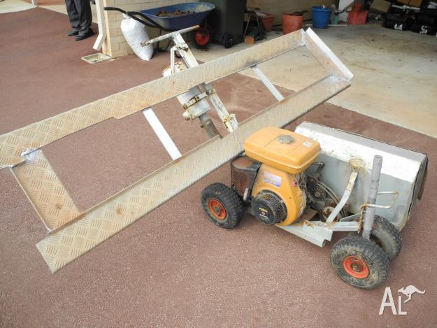 Trenching machine and aliminium ramp