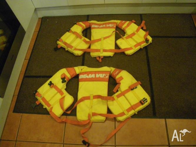 TWO DE JA VU JUNIOR LIFE JACKETS BUOYANCE VESTS FLOAT