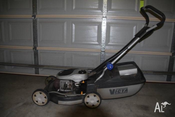 Victa Razor 2 stroke motor mower with mulcher