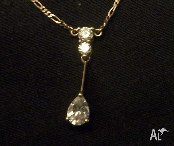 Vintage Italian Solid Gold & 3 Large Diamond Necklace.