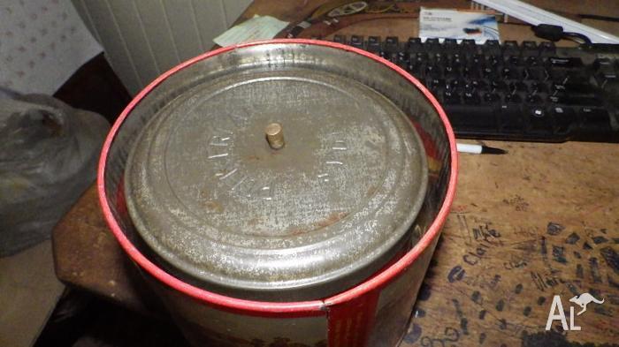 vintage PEEK FREAN biscuit tin THE WINNER racehorses