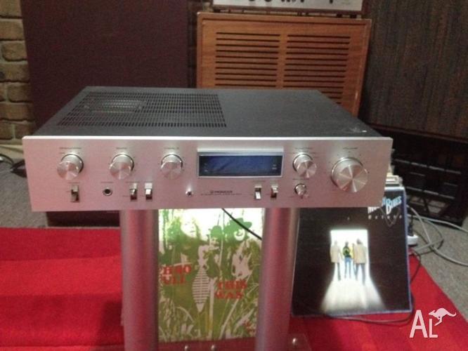 Vintage Pioneer amplifier model SA-610
