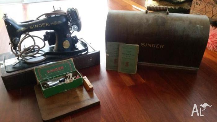 Vintage Singer Sowing Machine