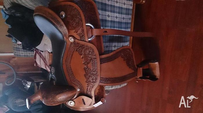 Western saddle 17 inch brand new
