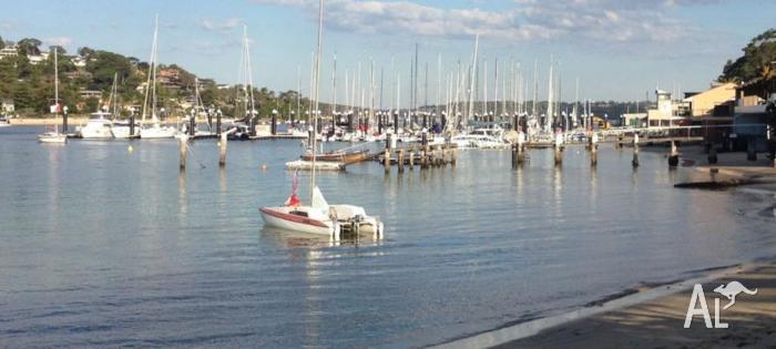Windrush 600 NV Catamaran ( 6m / 20' ) on registered