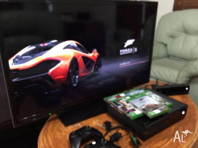 Xbox one with 5 game with two controller with 40 inch