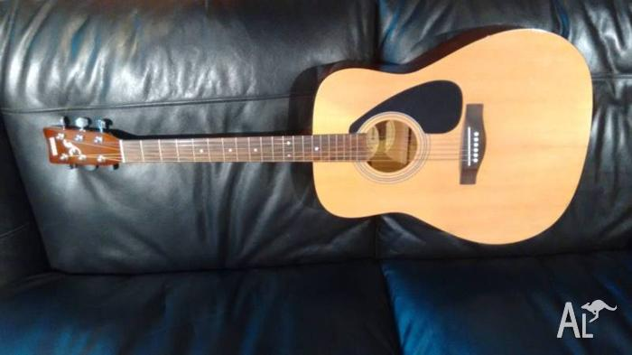 Yamaha F310P Acoustic Guitar - package