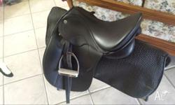Phillipe fontaine dressage saddle. Self adjusting