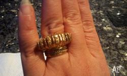 18k Pure Solid Gold Womens Ring - Very good looking -