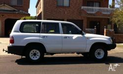 2004 Toyota Land Cruiser 4xWD, in good used condition,