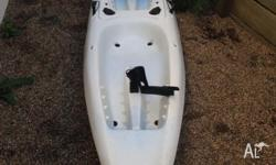 2 seater kayak 4 rod holders 2 paddles and 2 padded