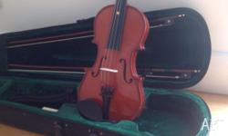 In excellent condition. 3/4 Vinci Violin includes 2
