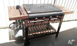 4 BURNER BBQ ON TROLLY AND LID PLUS COVER & SCRUB