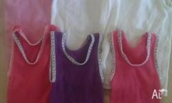 Girls 3-6month singlets in excellent condition. Bonds