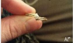 9ct gold ring with diamonds either side then diamond in