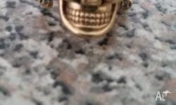 9ct gold skull ring with valuation certificate 2 green