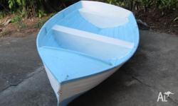 I am selling a classic shaped 9 ft fibreglass dinghy.