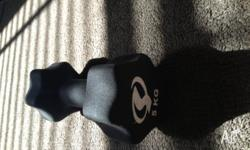 One 5kg dumbbell with no damage. It was purchased in a