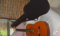 Acoustic guitar very good conditions include carry on