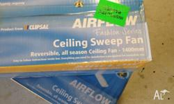 �2 ceiling fans never been used bit of wear and tear on