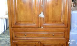 Beautiful working TV cabinet. With swivel TV plate, DVD