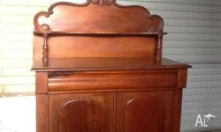 Victorian mahogany 2 door sideboard with large draw.
