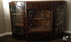 Chine cabinet with lockable glass doors, well looked