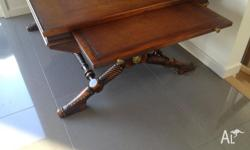 Lovely expandable coffee table, with detailed feet and