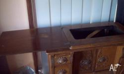Antique Singer Sewing Machine Cabinet (Parlour style).