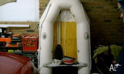 AQUAPRO TENDER INFLATABLE WITH OARS AND FOOT PUMP IN