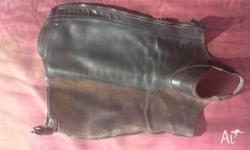 In excellent condition, brown ariat concord half chaps.