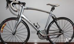 Road bike in excellent condition. Shimano WH-R500