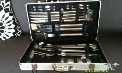 a new B B Q kit in alloy case egg spade is missing all