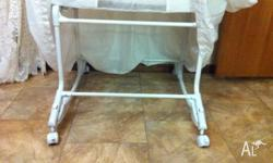Bruin baby bassinet. Good condition. Mattress and