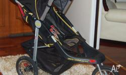 IN GOOD CONDITION 3 WHEEL JEEP PRAM VERY GOOD FOR LONG