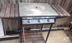 3 burner BBQ no gas bottle Call or text on