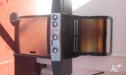 4 burner BBQ in excellent condition. Includes side wok