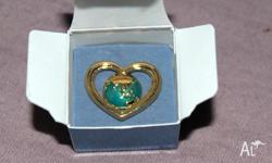 A lovely brooch with a image of the world surrounded by