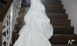 Ivory Lace up Wedding Gown Size 8-10. brand new, only