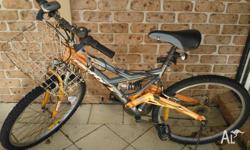 Adult bicycle for sale. I give you the helmet free. If