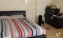 1 big room available in townhouse in Prahran The room