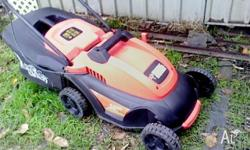 Black & Decker Electric Lawnmower with catcher, in good