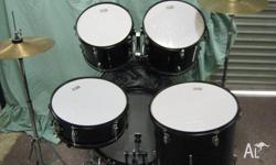 BLACK Full size beginers drum kit , ,22 bass 12 13 and