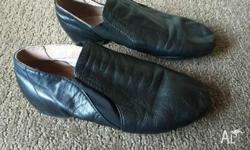 Black Leather jazz shoes size 4.5 have been well looked