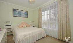 Boronia Location, Close to all shops and 2 min walk to
