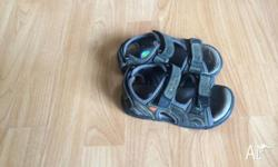 Boys sandals as shown in pictures size 7.5. Valcro